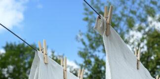 Cum scoti petele galbene de pe hainele albe. Cele mai utile trucuri