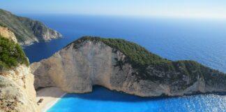 Top 5 cele mai frumoase plaje din Grecia. Cum arata plaja cu nisip negru