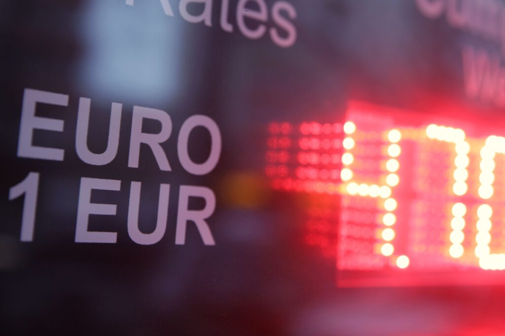 Curs valutar 12 octombrie - BNR anunță creștere masivă ...   Bnr Curs Valutar