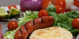 Alimentele nocive consumate zilnic de romani. Pot duce chiar la aparitia cancerului