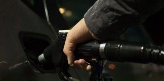 Bucurie uriasa pentru soferii cu masini pe benzina si motorina. Ce s-a decis acum in privinta preturilor de la pompa