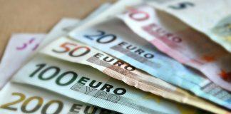 Curs valutar BNR, vineri, 4 decembrie 2020. Cat costa azi 1 euro si 1 dolar. Surpriza la casele de schimb valutar
