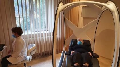 """Magnesphere, """"scaunul"""" cu efecte miraculoase, folosit intens de medicii americani, a ajuns și în România! Ajută în vindecarea a numeroase boli: la ce clinică îl găsiți și cum funcționează"""