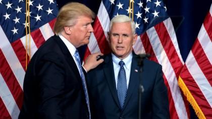 Donald Trump și Mike Pence, întâlnire în toiul serii în Biroul Oval. Ce mutare au pregătit