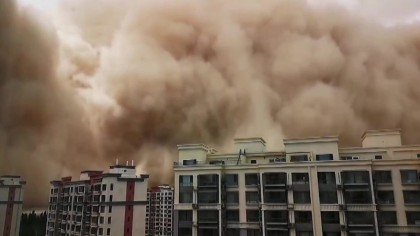Un oraș a fost distrus în câteva minute. Mii de oameni au încercat să fugă din calea urgiei. Scene apocaliptice. VIDEO