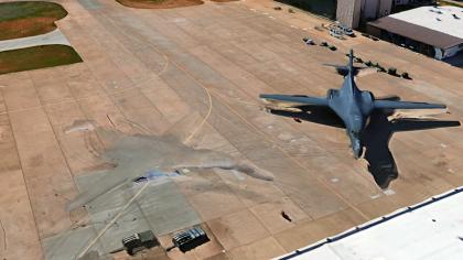 """SUA are tehnologie extraterestră? Au fotografiat """"fantoma"""" unui bombardier"""