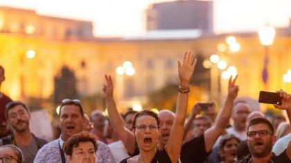 BREAKING NEWS: Românii au ieșit în stradă! Protest în Capitală și în alte orașe din România: Nu ne obligaţi, altfel plecaţi