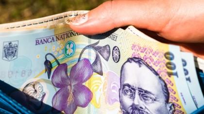 SE DAU mulți bani pe lângă salariu: Este un spor care exista în legislație. Zeci de mii de români îi pot primi