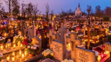 AU ÎNCHIS cimitirele înainte de Sâmbăta Morților. Decizia drastică din cauza COVID