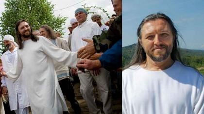 Acest bărbat pretinde că este Iisus. Cum spune el că VA SALVA LUMEA… L-au arestat!