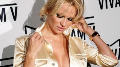 Scandalul sexual al anului! Pamela Anderson l-a chemat pe iaht și ..