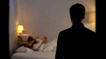 Amantlâc. Actor român și-a prins soția în pat cu un român celebru