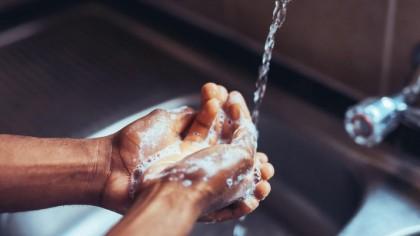 ATENȚIE! Ce trebuie să faci IMEDIAT după ce ai spălat mâinile. Specialiștii trag un semnal de alarmă