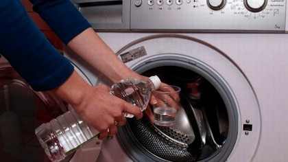 Ce se întâmplă dacă pui oțet în mașina de spălat. Truc genial de la gospodinele adevărate