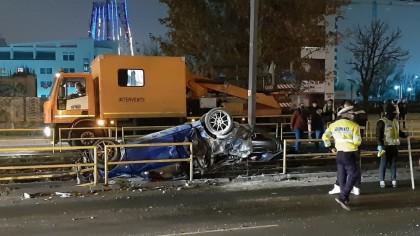 Accident foarte grav în București, o mașină s-a răsturnat. Imagini cu puternic impact emoțional
