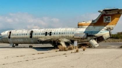 Au descoperit un aeroport părăsit în urmă cu 50 ani. Au controlat zona şi au rămas uluiţi de ce au mai găsit