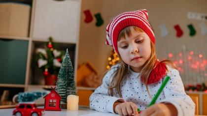 """Cea mai emotionanta scrisoarea catre Mos Craciun. Ce a cerut un copil din Botosani? """"M-ai rasfatat nu doar de Craciun, ci in fiecare zi"""""""
