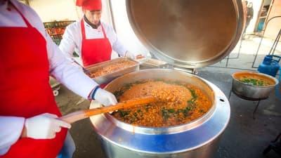 Cum a devenit fasolea cu carnati mancarea zilei de 1 Decembrie