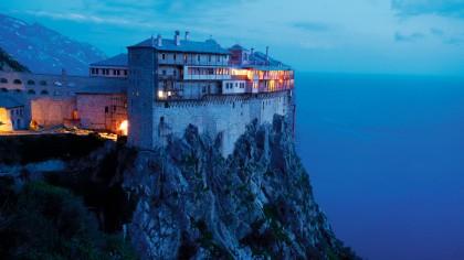 Ce a patit o femeie care a încălcat REGULILE si a urcat pe Muntele Athos?