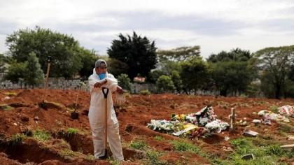 O femeie declarată moartă de Covid s-a întors acasă la 9 zile după înmormântare. Scene șocante