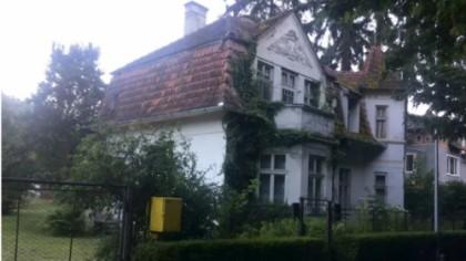 Făceau curățenie în casa bunicii din Bistrița, când au făcut o descoperire care poate să le aducă mii de euro