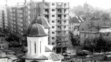 Cum a fost mutat un bloc din Bucureşti, cu locatarii în el. Nu au fost oprite alimentarea cu apă sau energie electrică! Imagini uluitoare