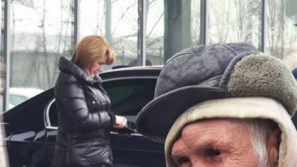 Câți bani i-a oferit Maria Băsescu unui cerșetor. Reacția omului străzii: Ea era? Și atât mi-a dat?